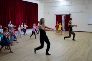 children dance classes, workshops in Limpsfield, Oxted, Surrey, ballroom, ballet, waltz, dancing